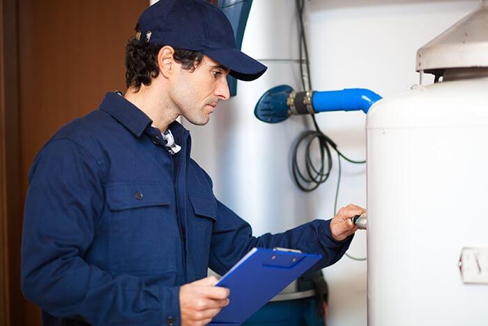 thợ sửa máy nước nóng