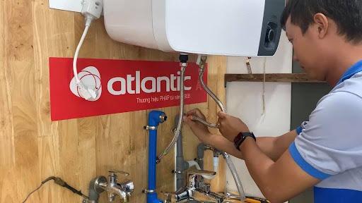 lắp dây cấp nước nóng lạnh